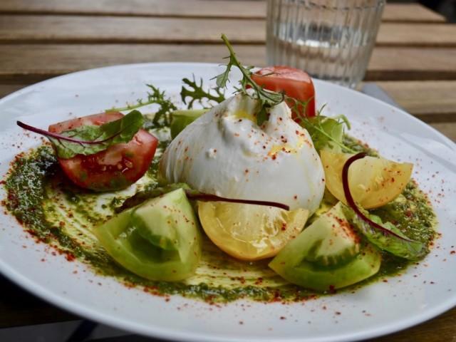 Le Lamarck Burrata des Pouilles et tomates de Petits Producteurs - Antoine Versini - Le Lamack, 8rue Lamarck Paris 18e
